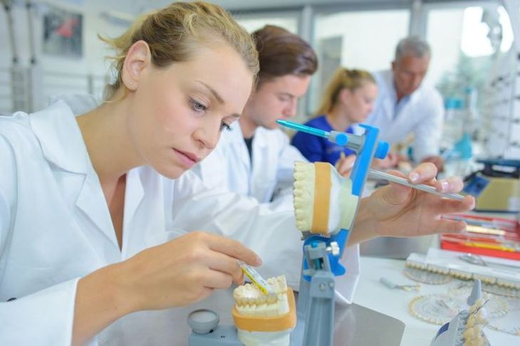 La colle dentaire : une chimie complexe !