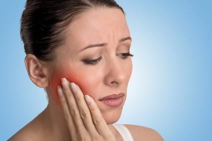 la colle dentaire peut provoquer des douleurs